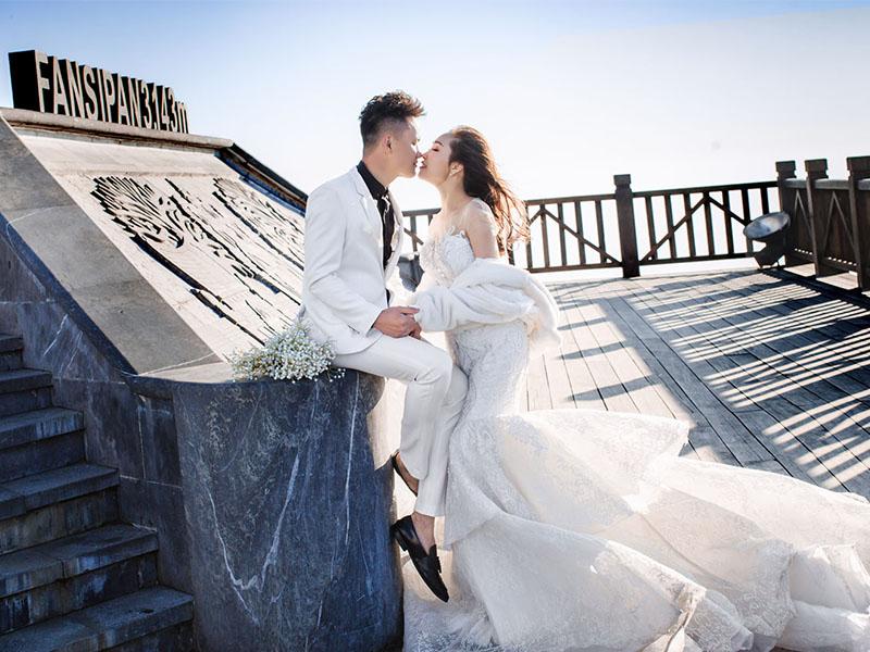 Chụp ảnh cưới trên đỉnh Fansipan