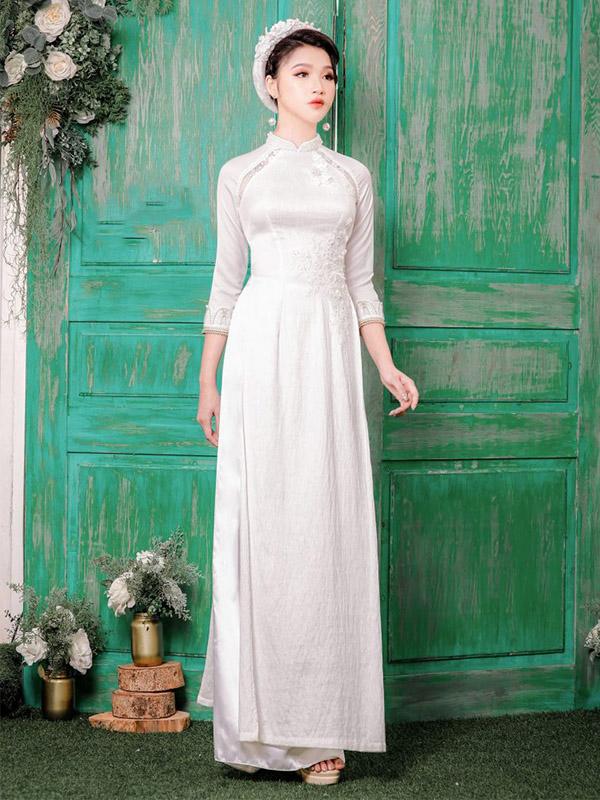 Áo dài gấm trắng