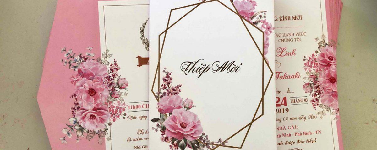 Hãy chọn một chiếc thiệp cưới với mức chi phí hợp lý nhé