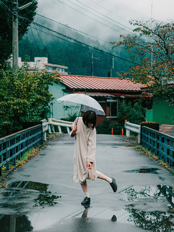 Tạo dáng cầm ô