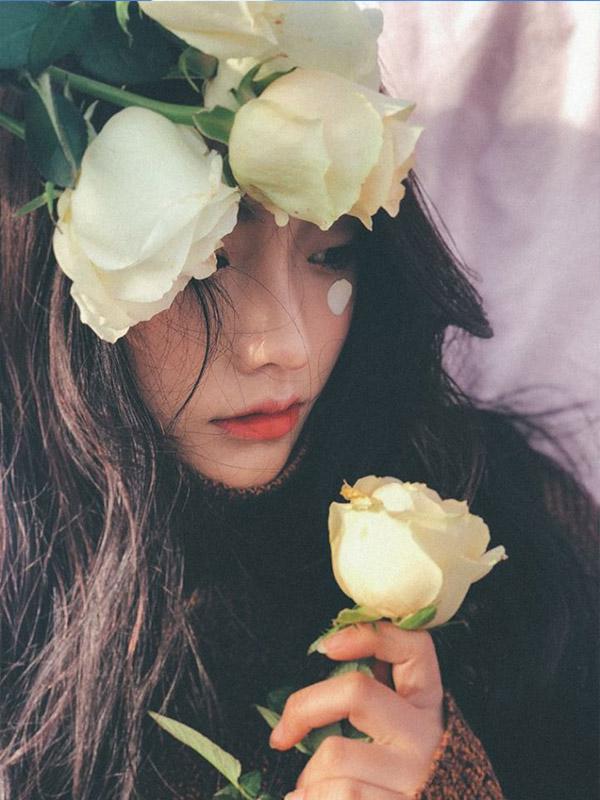 Tạo dáng cùng hoa