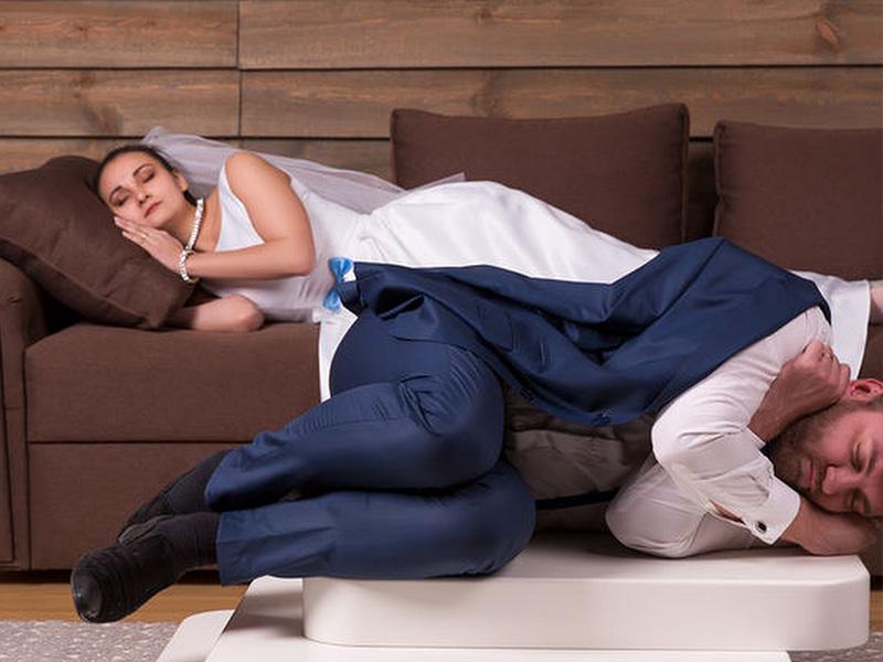 Nhiều cặp vợ chồng mệt lã người sau khi lễ cưới kết thúc