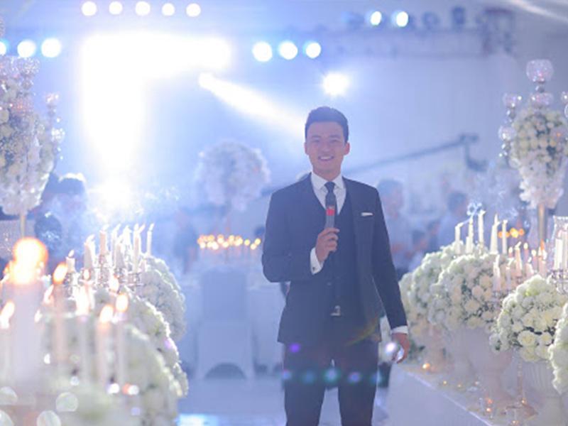 Mc đám cưới cần có ngoại hình đẹp