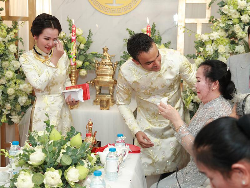 Gia đình cô dâu sẽ có đôi lời nhắn nhủ với hai vợ chồng