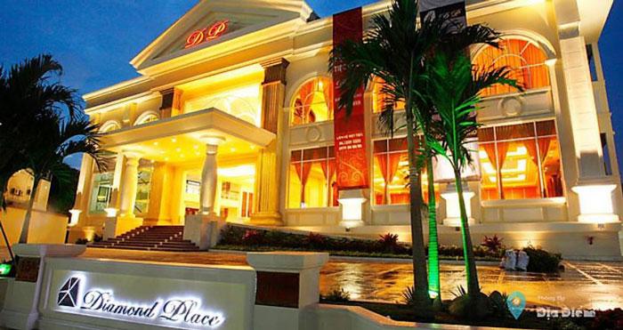 nha-hang-diamond-place