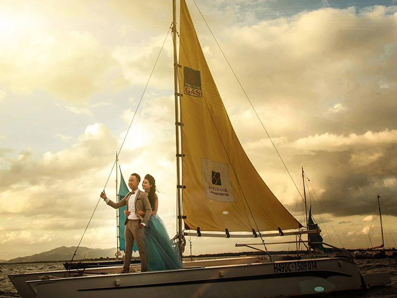 Hoàng hôn là thời điểm chụp ảnh du thuyền đẹp nhất
