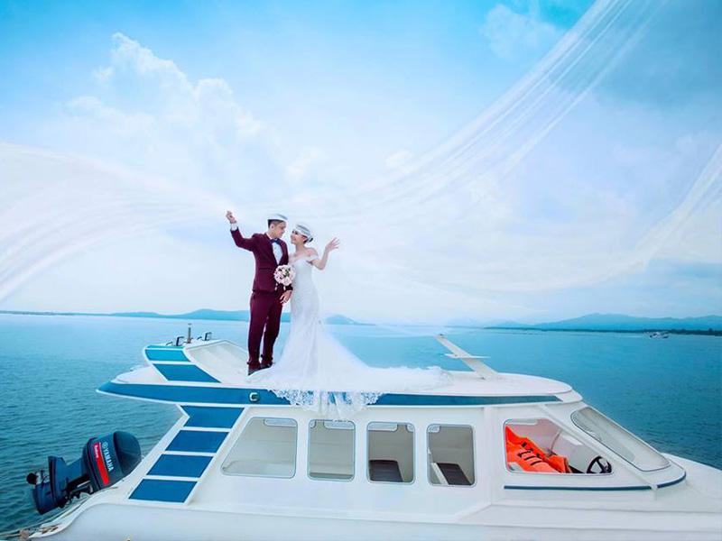 chụp ảnh cưới trên du thuyền