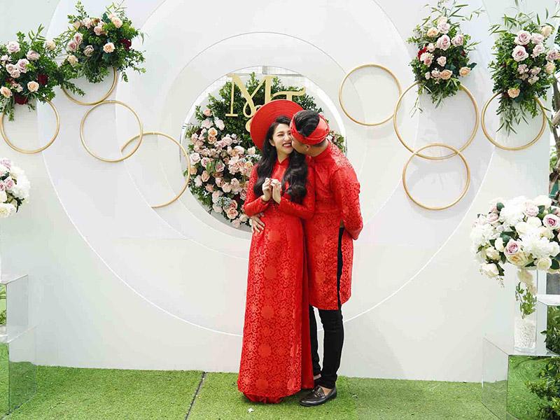 lễ đính hôn chú rể sẽ trao nhẫn cho cô dâu