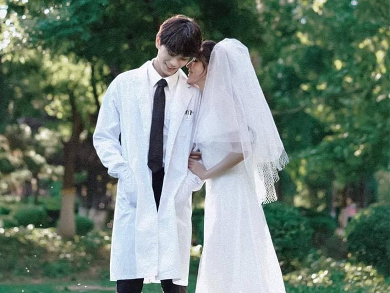 Bạn đừng nghĩ chụp ảnh cưới với áo blouse là không lãng mạn
