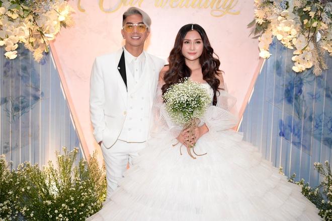 Nên chú ý trang phục cô dâu trong lễ báo hỷ