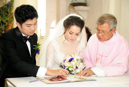 Cô dâu chú rể theo đạo Công giáo phải thực hiện nghi thức thề nguyền