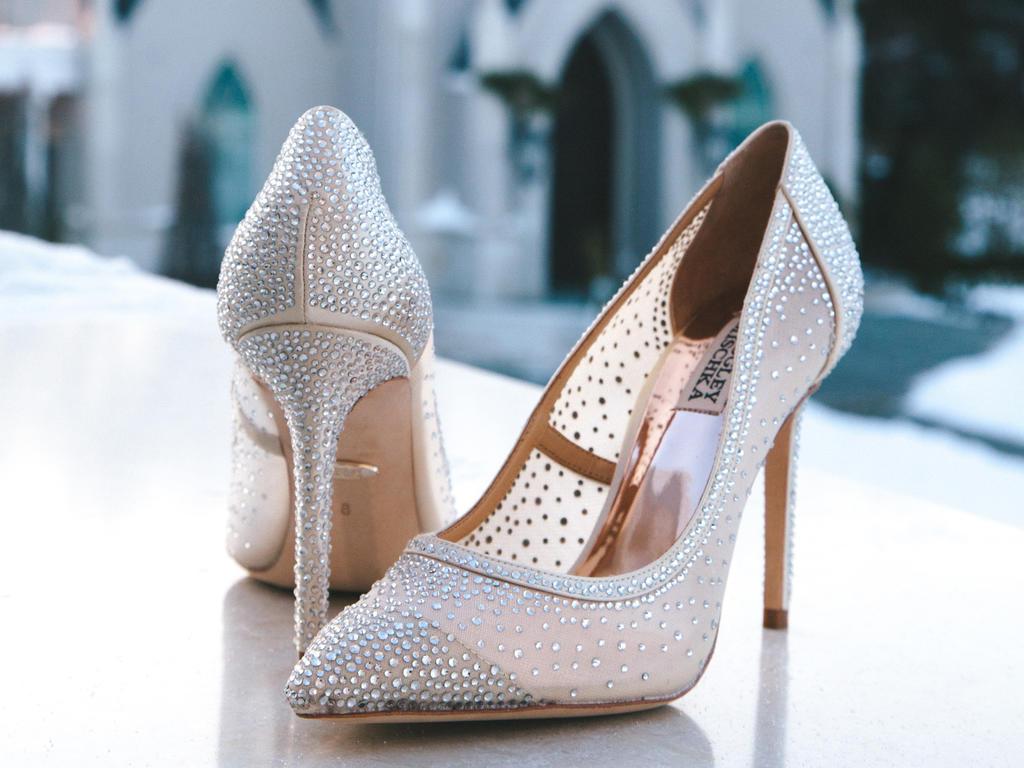 Chọn giày cưới cho cô dâu theo độ cao